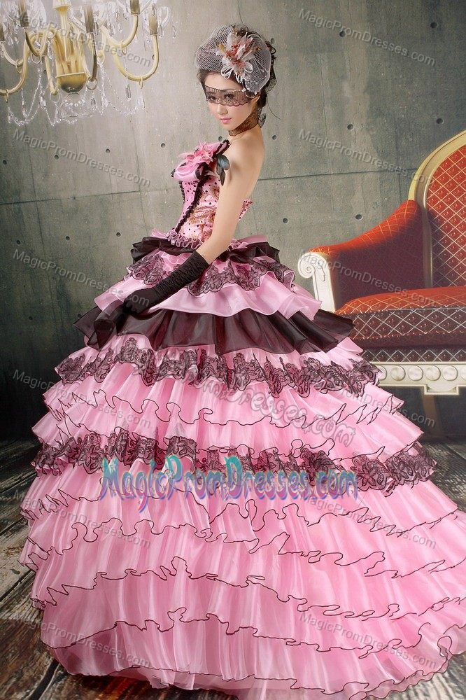 Gorgeous Strapless Prom Dress with Ruffled Layers and Lace Hem