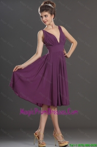 Perfect V Neck Short Prom Dresses in Eggplant Purple