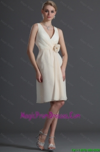 Beautiful V Neck Short Hand Made Flower Prom Dresses in Champagne