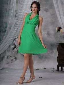Halter Top Knee-length Prom Outfits in Green with Ruches and Back Zipper