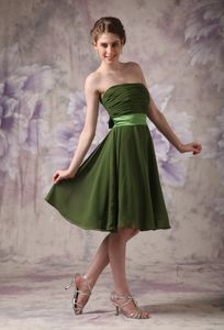Olive Green Strapless Knee-length Chiffon Prom Dress with Sash in Albany