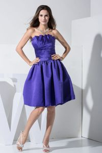 Taffeta Ruched Strapless Knee-length Prom Attire in Purple in Cedar Bluff