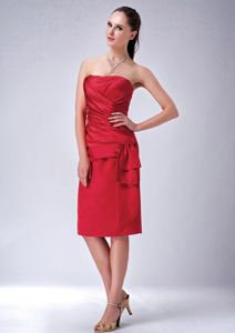 Wine Red Ruched Strapless Prom Attire in Tea-length with Ruches in Mart
