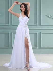 One Shoulder and High Slit White Prom Dresses with Brush Train in Iraan