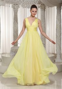 Light Yellow V-neck Floor-length Prom Gown Dress with Ruches in Donna