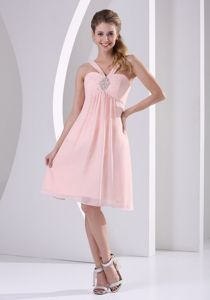 V-neck Knee-length Dress for Prom in Baby Pink with Beading in Giddings