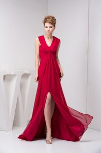 Brush for Ruched Prom Court Dresses in Wine Red with V-neck Neckline
