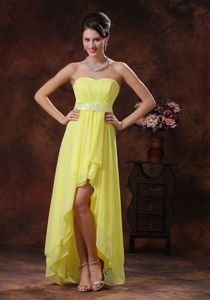 Gorgeous Zipper-up Light Yellow Beaded High-low Dress for Formal Prom
