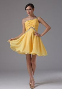 Lovely Yellow Beaded Single Shoulder Short Junior Prom Dresses in Morris