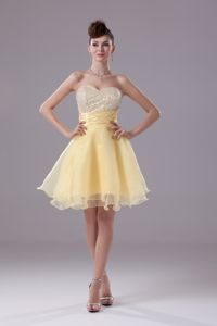Pretty Puffy Sweetheart Short Yellow Prom Attire for Juniors with Beaded Bodice
