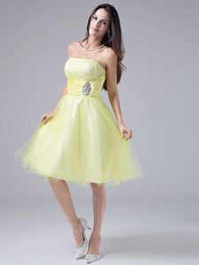 Lovely Light Yellow Strapless Knee-length Dresses for Prom with Beading