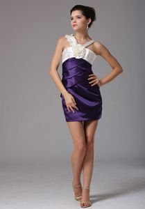 Zipper-up Purple V-neck Short Informal Prom Dresses with White Flower