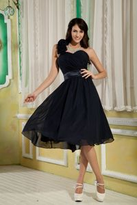 Impressive One Shoulder Black Short Chiffon Prom Outfits with Flowers
