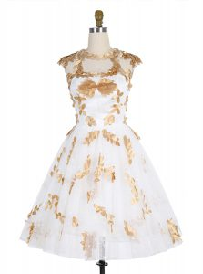 Beautiful Lace Knee Length White Prom Gown Scoop Sleeveless Zipper