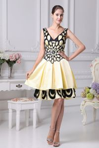 Turn Heads V-neck Yellow and Black Short Prom Dress for Summer Patterns