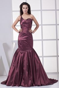 Burgundy Brush Train Prom Gown Dresses with Ruches in Aldershot