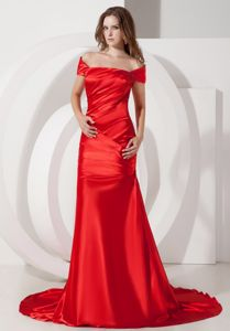 Off The Shoulder Ruched Wine Red Prom Gowns with Court Train