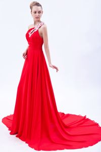 One Shoulder Appliqued Prom Dress in Red with Court Train in Wausau