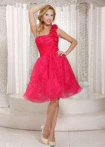 One Shoulder Knee-length Red Prom Attire with Hand-made Flower in Afton