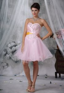 Beaded and Ruched Baby Pink Sweetheart Dresses for Prom in Mini-length