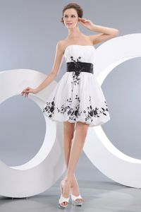 Hot Sale Strapless White Short Semi-formal Prom Dress with Black Appliques