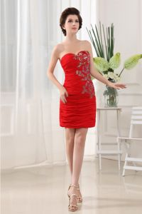 Exquisite Sweetheart Chiffon Mini Red Prom Attire with Ruche and Appliques