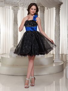 Crisscross Back Beaded Black Short Prom Outfits with Handmade Flowers