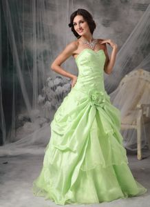 Apple Green Sweetheart Prom Gown Dress in Taffeta with Beading