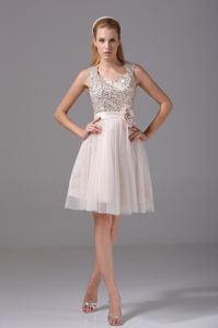 Perfect Knee-length Sequined Junior Prom Dress with Flower Waist