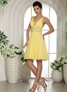 Light Yellow V-neck Short Dress for Formal Prom with Beading in Cadott
