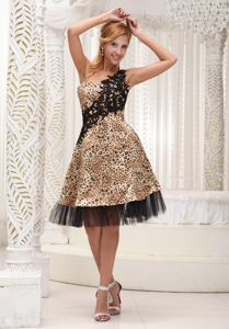 Appliques Decorated One Shoulder Colorful Prom Gown in Knee-length