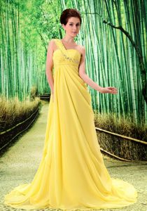 Yellow Single Shoulder Ruched Court Train Junior Prom Dresses with Appliques