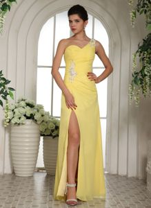 Light Yellow Appliqued Ruched Prom Dress with High Slit in Kennewick