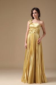 One Shoulder Floor-length Pleated Prom Gowns with Hand Flowers