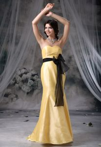 Mermaid Yellow Sweetheart Prom Outfits with Bowknot and Sash in Whyalla