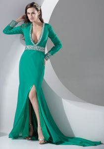 Green High Slit Long Sleeves Plunging Prom Dresses with Beading