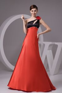 Voguish Two-toned Flower Accent Taffeta Prom Gown with Keyhole