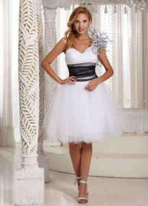Zipper-up One Shoulder Tulle White Puffy Prom Dress for Cheap Price