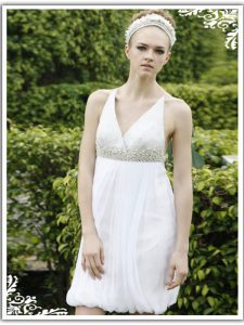 Luxurious V-neck Sleeveless Prom Party Dress Knee Length Ruching White Chiffon