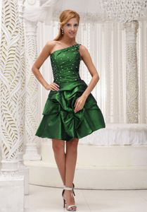 Brand New Dark Green One Shoulder Beaded Short Prom Outfits with Pick-ups
