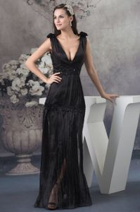 High Quality Plunging V-neck Pleated Black Long Prom Dress in Belmont NC