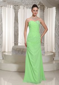 Chiffon Sweetheart Beaded Spring Green Prom Dresses with Ruches