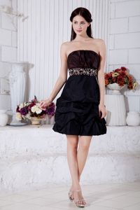 Popular Beaded Burgundy and Black Mini Prom Outfits with Pick-ups