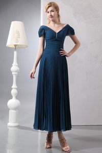 Hug Shoulder Neck Short Sleeves Pleated Long Prom Dresses in Navy Blue