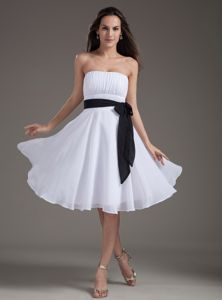 White Strapless Knee-length Prom Dresses with Sash in College Station