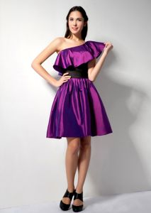 Up-to-date Eggplant Purple Short Prom Dress with Flounced One Shoulder