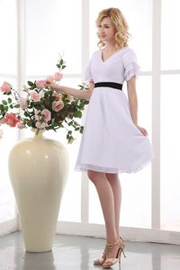 V-neck Short Sleeves White Semi-Formal Prom Outfits for Juniors in Summer