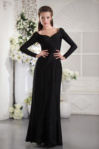 Black V-neck Taffeta Ruched Dress for Prom with Long Sleeves in Grafton