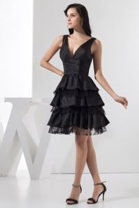 Taffeta V-neck Knee-length Ruffled Black Prom Gown Dress in Bathurst