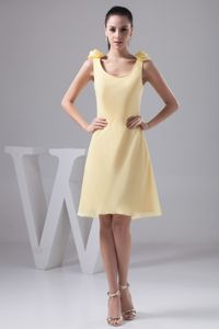 Scoop Knee-length Yellow Prom Dresses with Handmade Flower in Dubbo